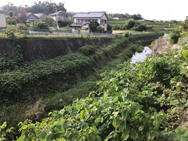 小さなパン小屋一休(ひとやすみ)の横の川