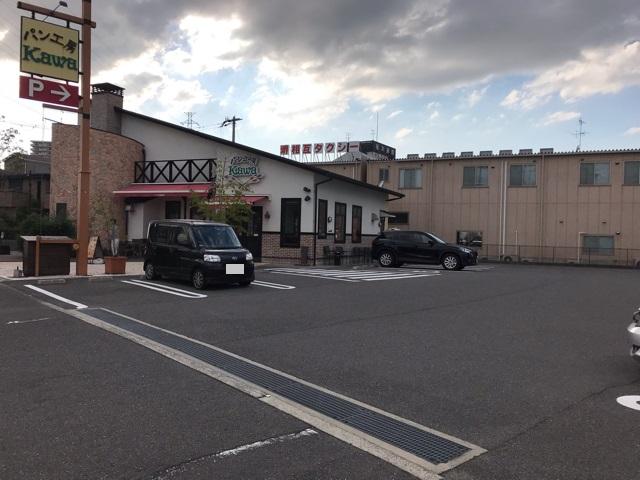 パン工房カワなかもず店の駐車場