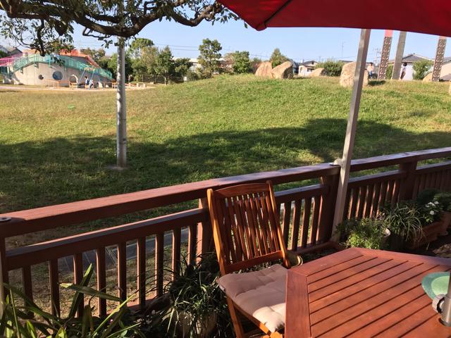 カフェ風遊(ふらり)の前にある公園