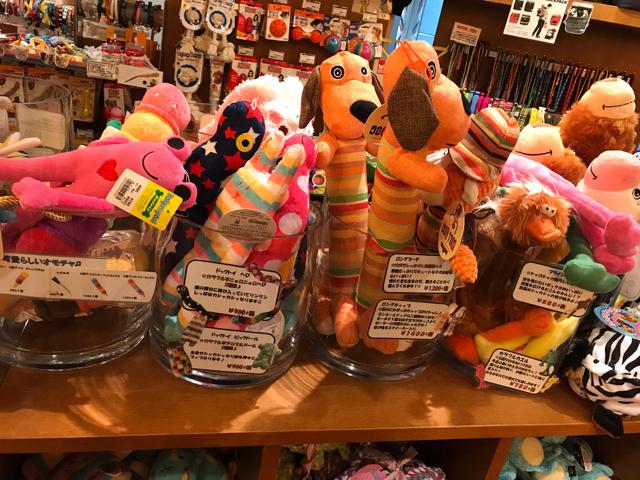 P2なんばパークス店の犬用おもちゃコーナー