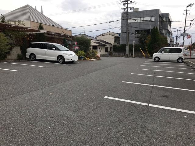 フリュティエ 泉北店の駐車場