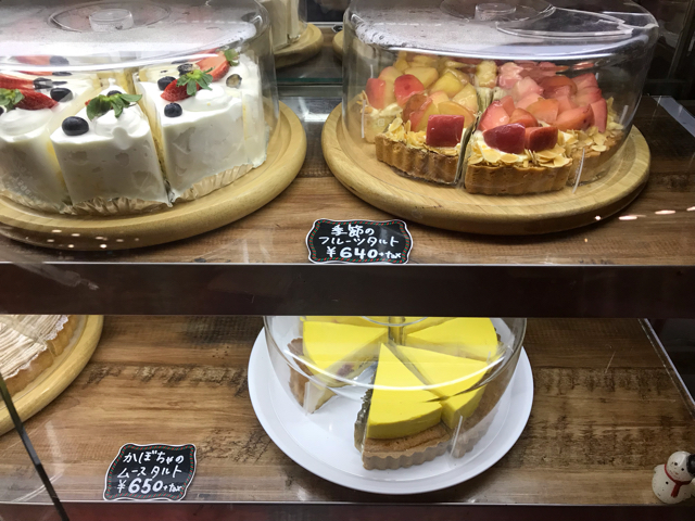 cafe太陽の塔なんばシティ店のケーキ棚