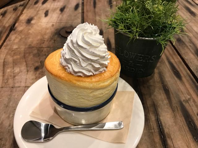 ファンスペースカフェ新町スフレ天保山店のスフレケーキ
