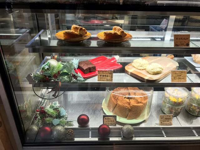スプーンビル天王寺のケーキ棚