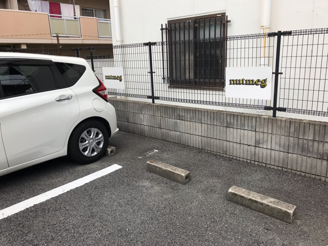 ナツメグの駐車場
