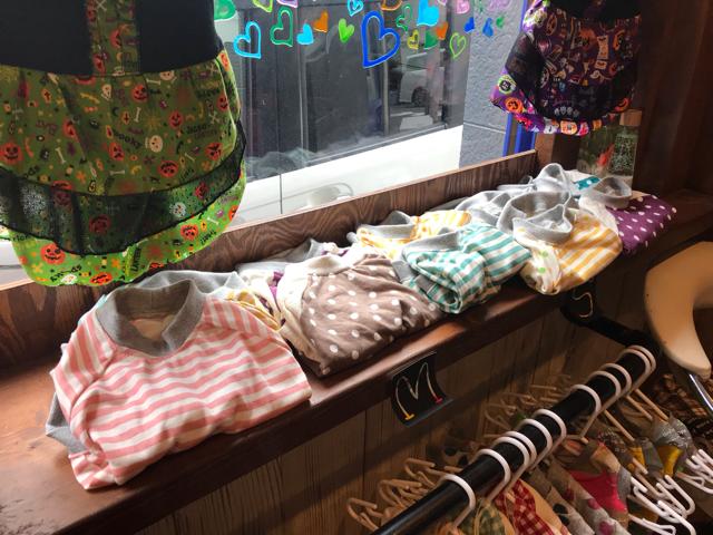 カフェバルビーのワンちゃん服販売コーナー