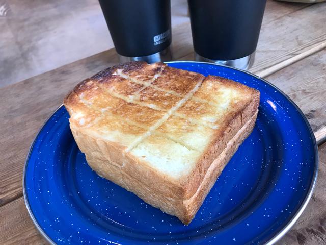 カラビナブレッドスタンドの厚切りトースト
