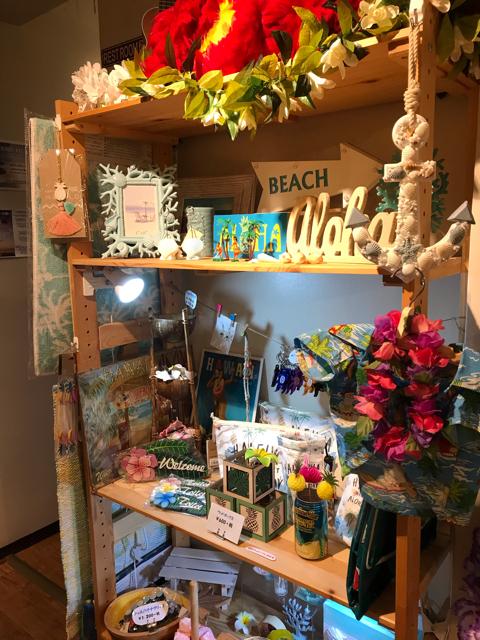 ハワイアンカフェマカマカのハワイアングッズ販売コーナー