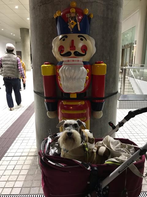 ドイツクリスマスマーケットのサンタさんの置物