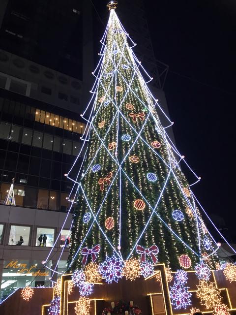 ドイツクリスマスマーケットのツリー