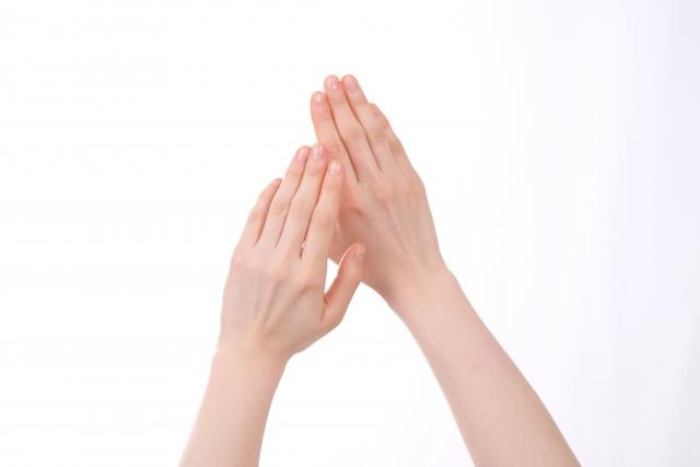 しっとりキレイな手
