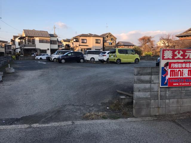 カフェデロロまきの店の駐車場