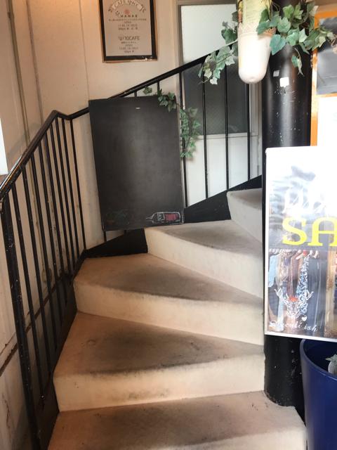 ライオンガーデンの二階へ上がる階段