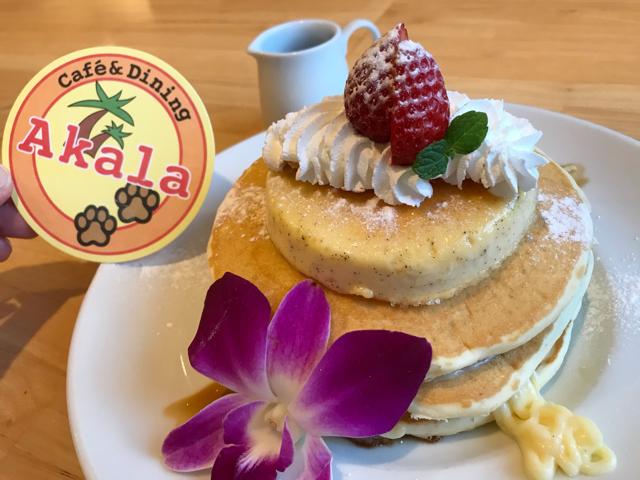 カフェ&ダイニングアカラのパンケーキ