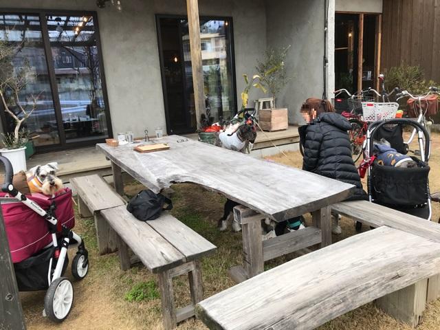 カフェモエのテラス席