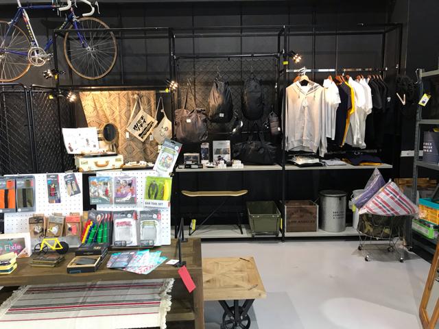 フランシージェファーズカフェ大阪の店内雑貨販売コーナー