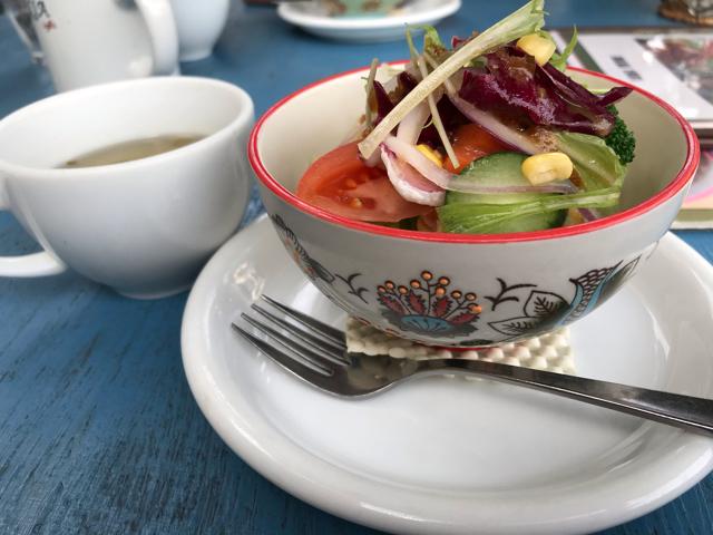 カフェ&レストランJURIAのお洒落なサラダ