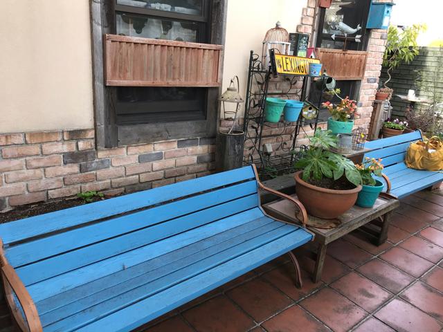 カフェ&レストランJURIAのテラスベンチ席