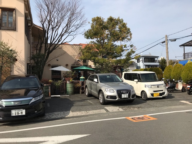 カフェ&レストランJURIAのお店前駐車場