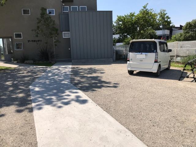 アーラキッチンの駐車場
